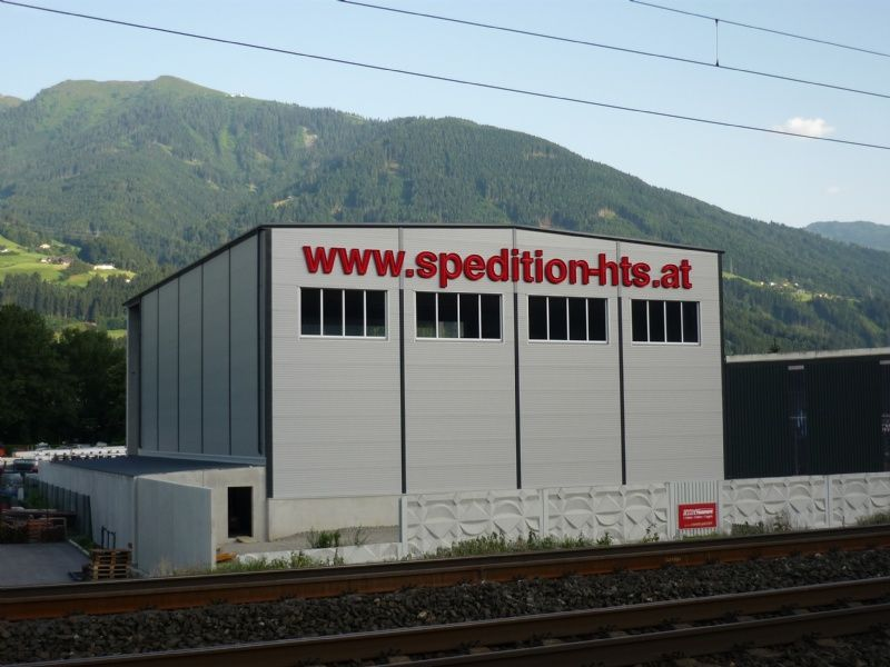 Lagerhalle der Spedition HTS in Tirol